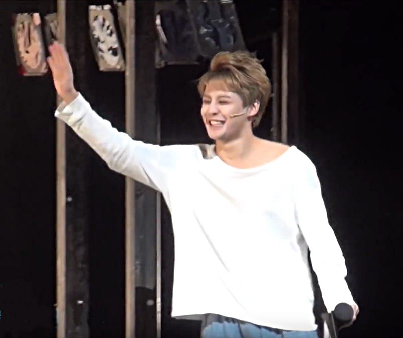 Jun-Su Kim waves to fellow Death Note Musical cast members