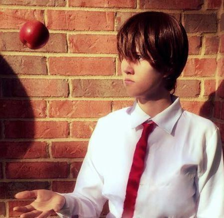 Cayanna Carma cosplaying Light Yagami