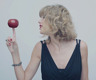 Taylor Swift with apple in Blank Space