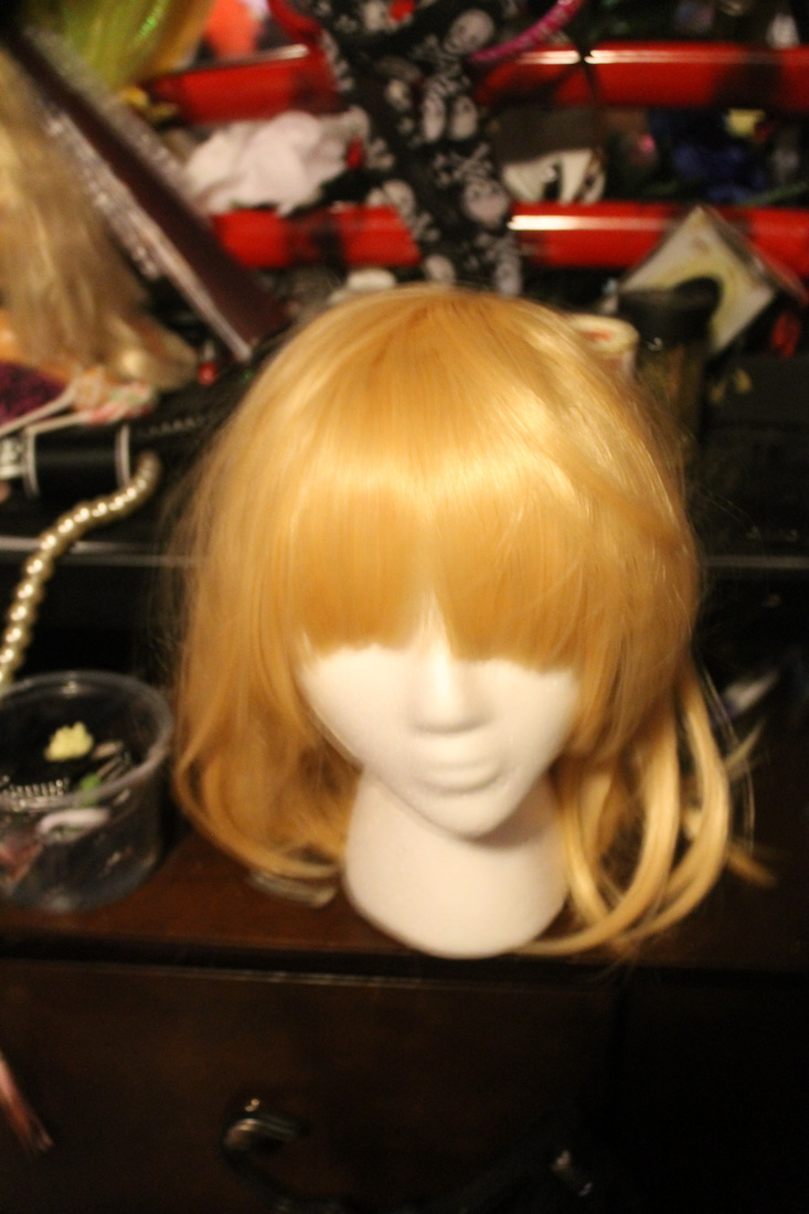 Lara's Misa cosplay wig being restyled